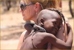 Kind + Frau in Namibia Himba  Ü3000K