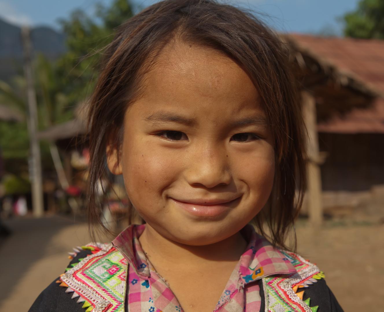 Kind im Dschungel von Laos