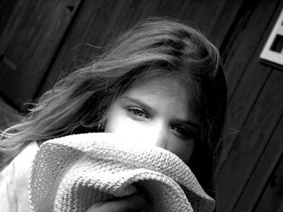 Kind im Schatten des Hutes..))