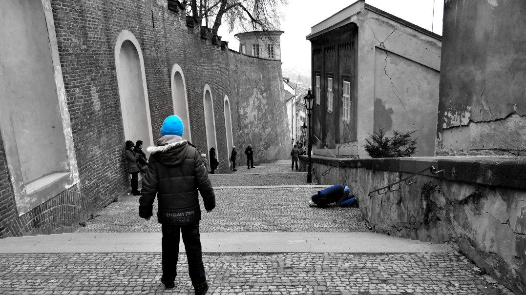 Kind und Bettler in Praha