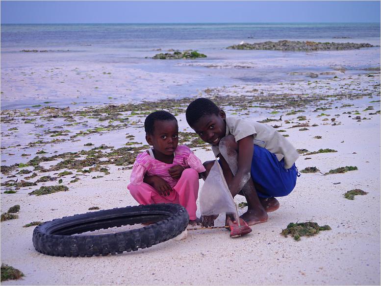 Kinder am Strand...