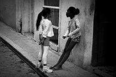 Kinder am Straßenrand