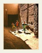 Kinder beim Fußballspiel in Kasbah