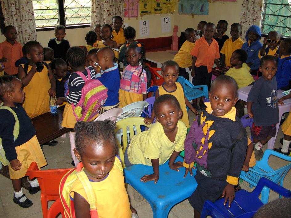 Kinder im Kinderheim in Mombasa