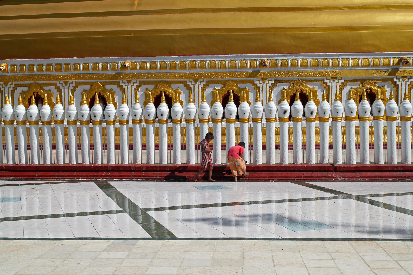 Kinder in Bagan