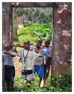 Kinder in der Roça Ribeira Peixe - São Tomé e Príncipe
