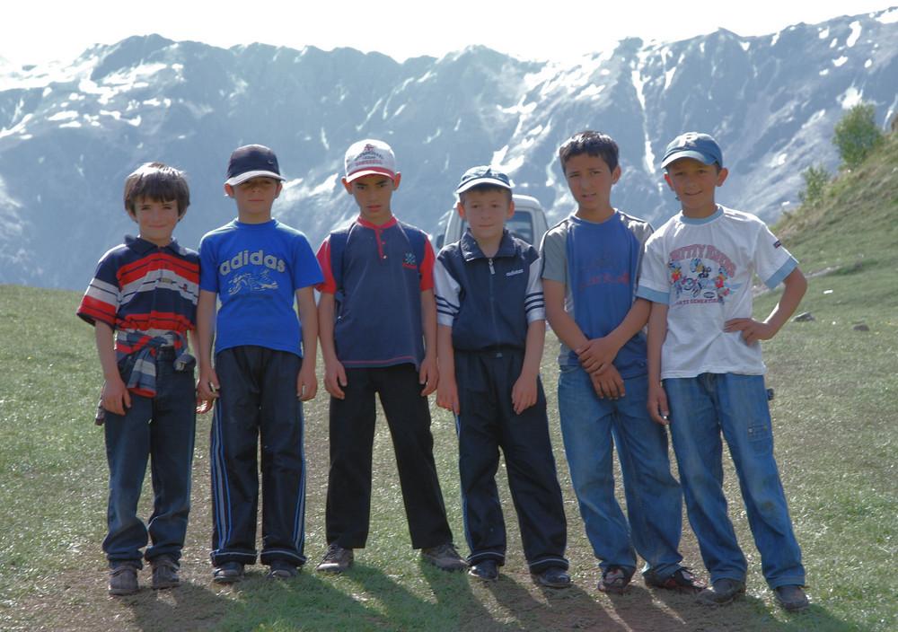 Kinder in Kasbeghi