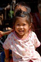 ... Kinder in Laos können so fröhlich sein!