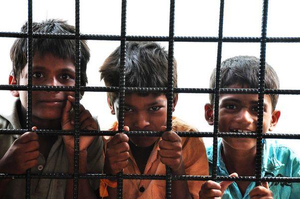 Kinder in Madhapur