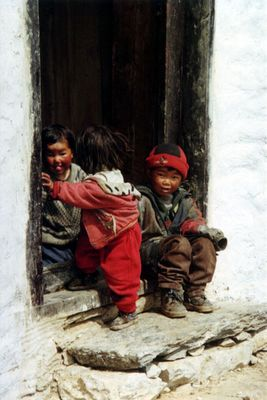 Kinder in Pangboche (Nepal)