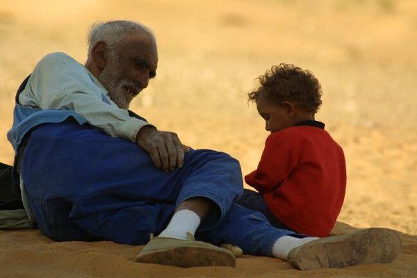 Kinderbeaufsichtigung in der Wüste