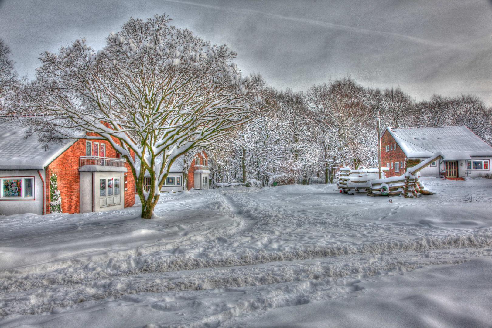 Kinderdorf versinkt im Schnee
