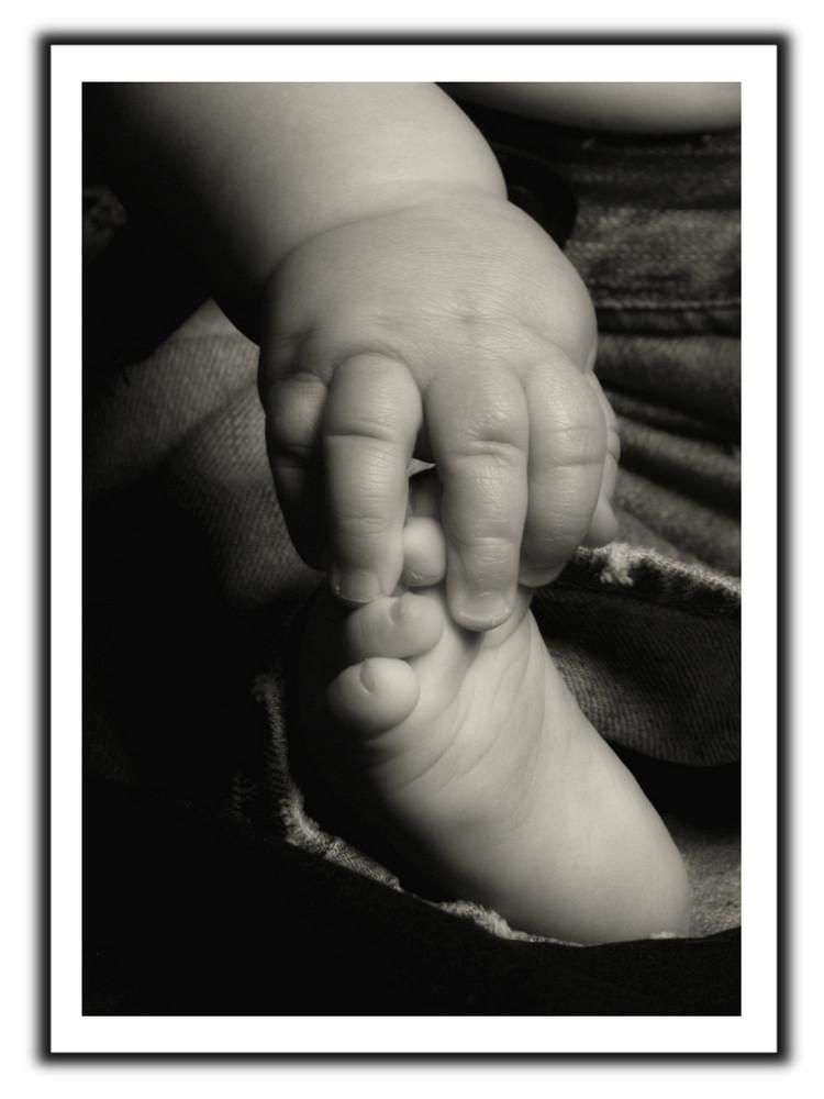 Kinderhände und Füße sind was Wundervolles