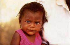Kinderporträt auf dem Markt in Asomada (Cabo Verde - Santiago)