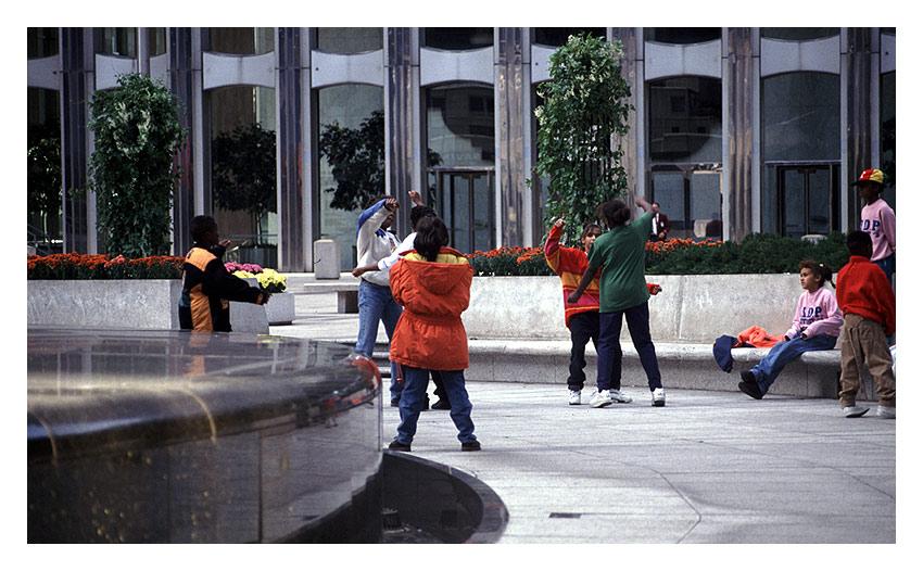 Kinderspiele im Herbst 1991