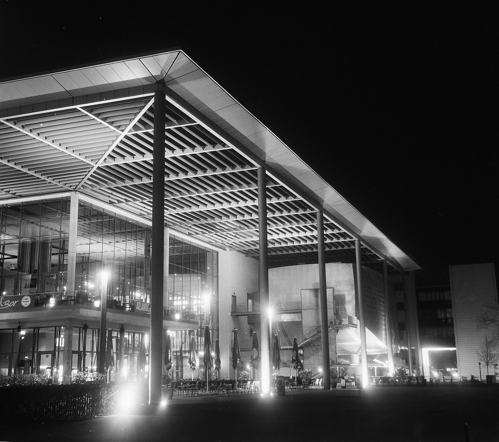 Kino am ZKM, bei Nacht