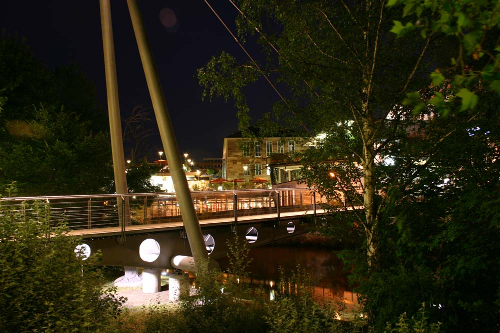 Kino hinter der Brücke