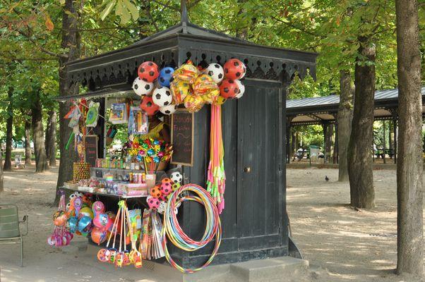 kiosque-jardin luxembourg