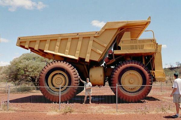 Kipplaster einer Eisenerzmine in der Pilbara