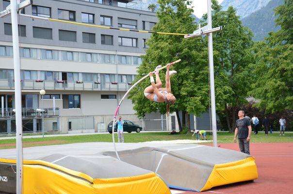 Kira Grünberg (ATSVI) springt mit 3,95m Limit für die Junioren-WM in Barcelona