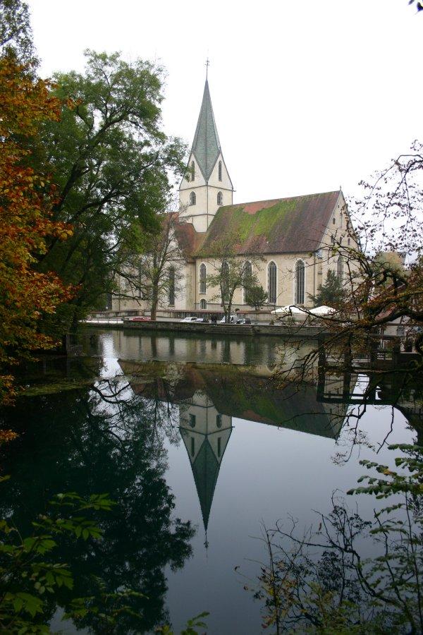 Kirche am Blautopf in Blaubeuren