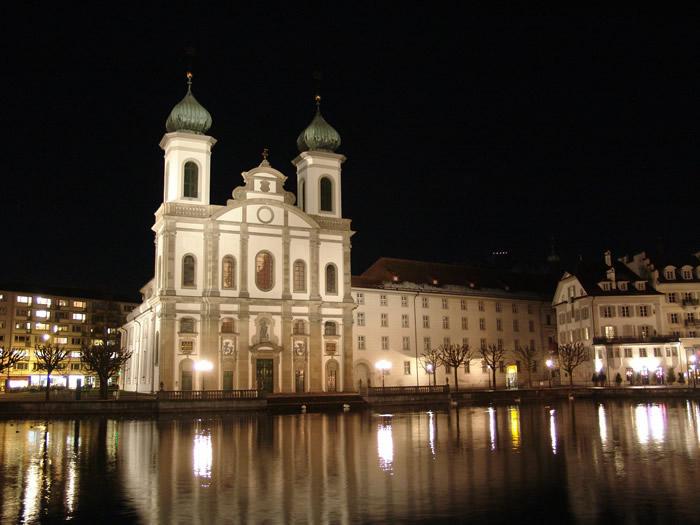 Kirche an der Reuss