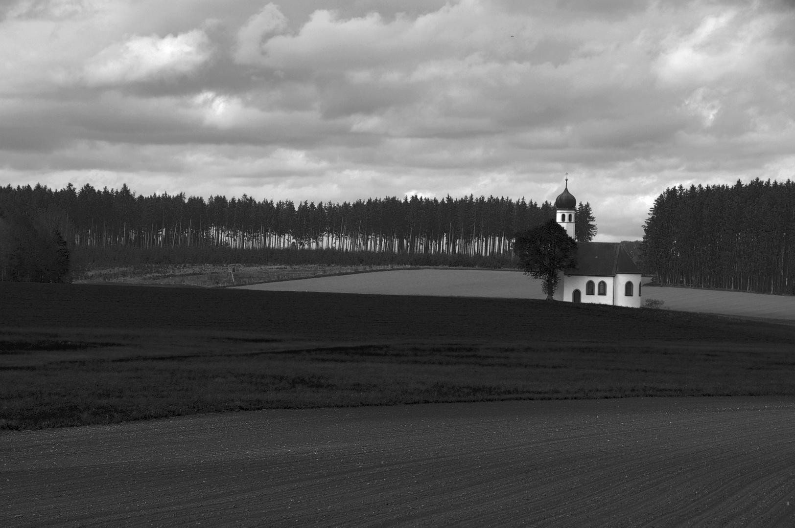 Kirche auf dem Feld