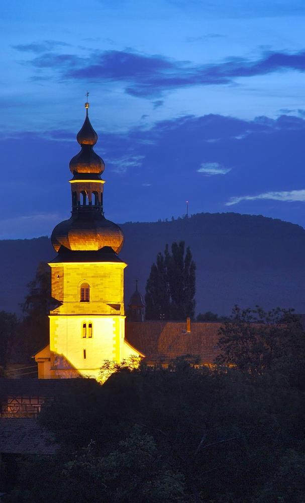Kirche Bedheim bei Dämmerung
