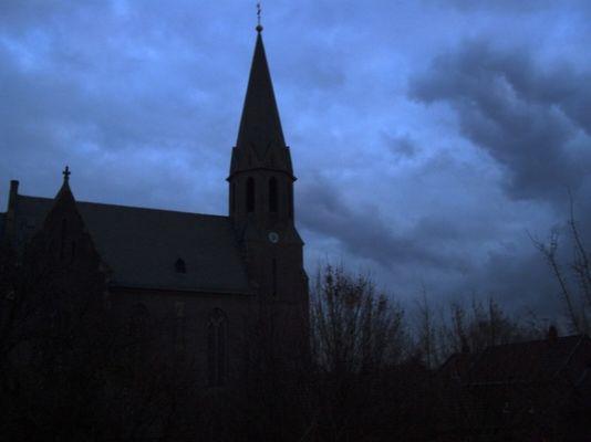 Kirche bei Abend