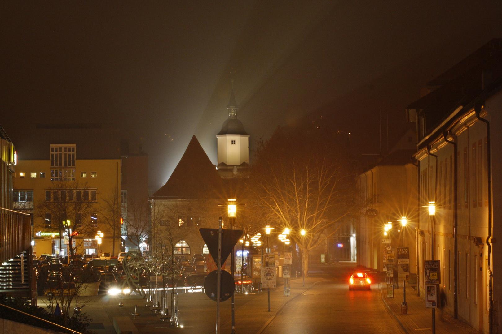Kirche bei Nacht und Nebel