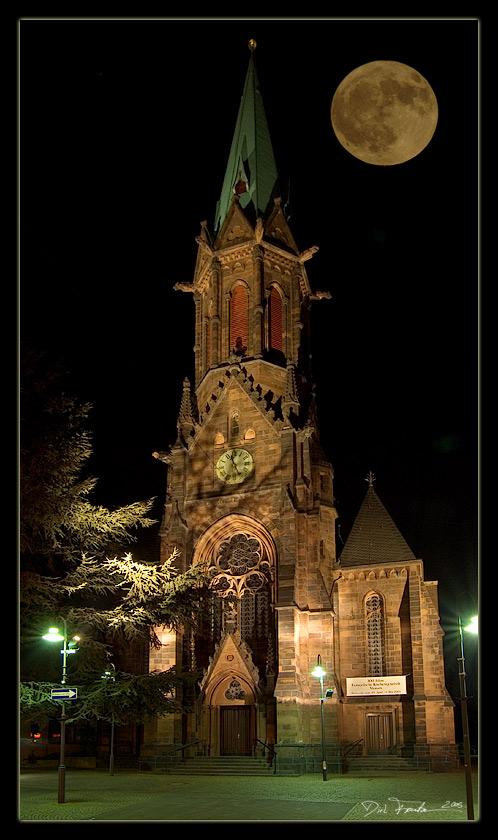 Kirche bei Vollmond