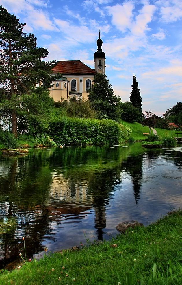 Kirche Breitbrunn mit Teich
