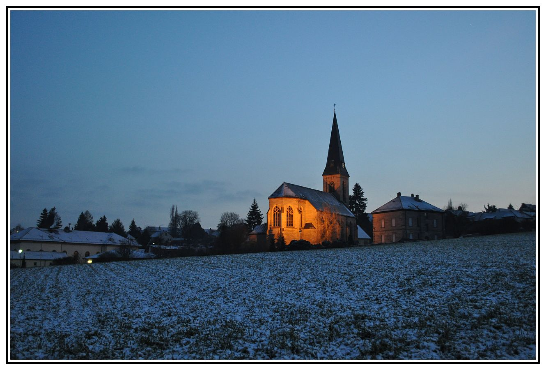 Kirche im Abendlicht..