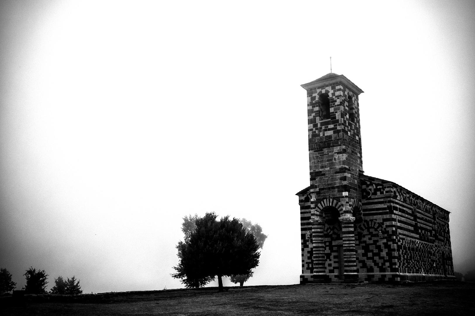 Kirche in den Wolken