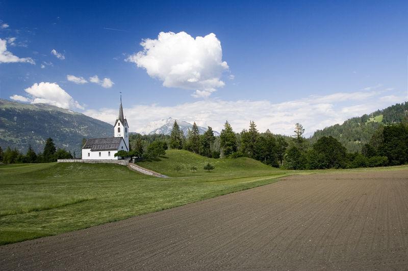 Kirche in Versam (GR)