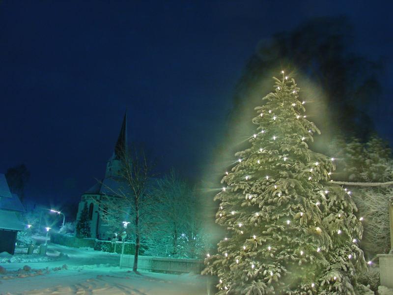 Kirche in Weihnachtsstimmung