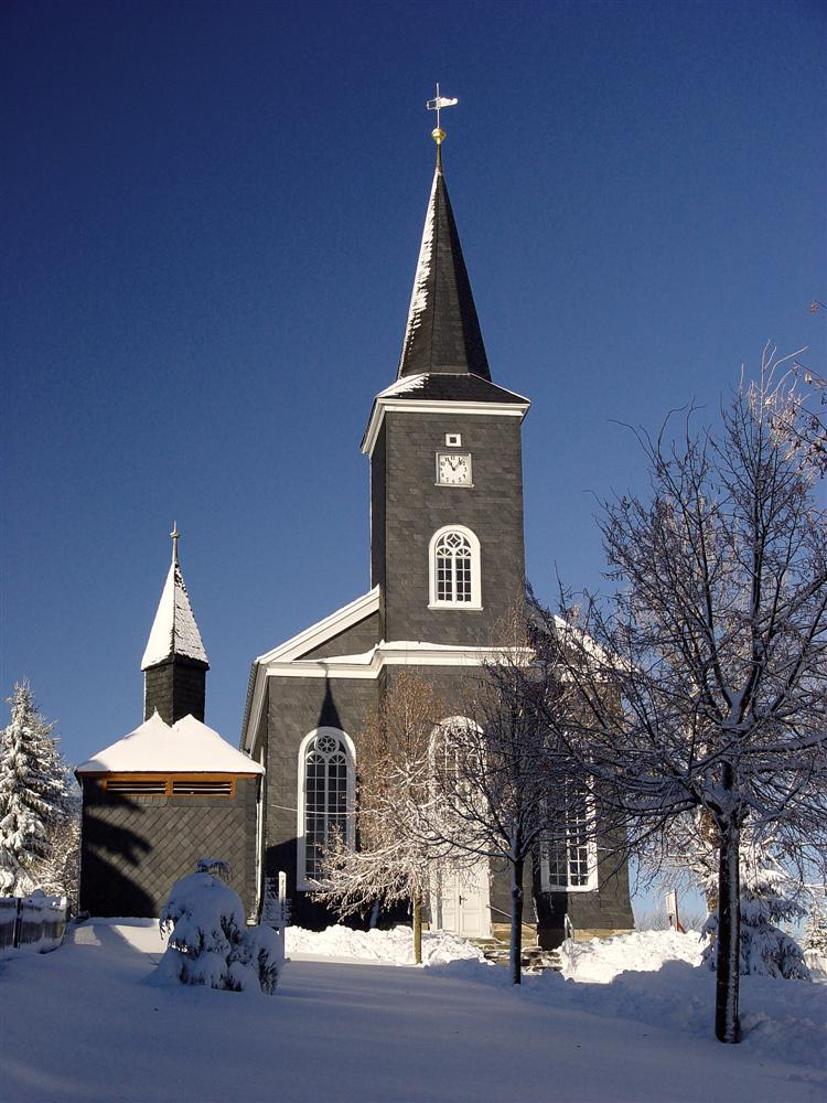 Kirche Masserberg zur Winterzeit