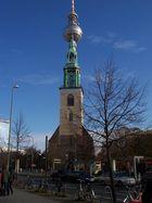 Kirche mit Alex im Hintergrund