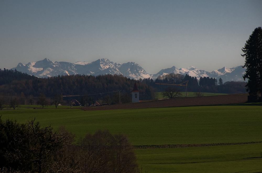 Kirche Schlier grüsst die Alpen