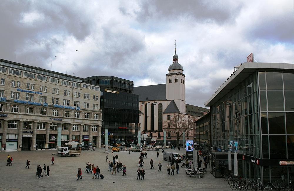 Kirche St. Mariä Himmelfahrt, Bahnhofsvorplatz (1) (04.01.2012)