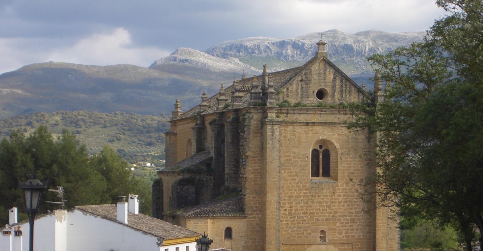 Kirche und Berge