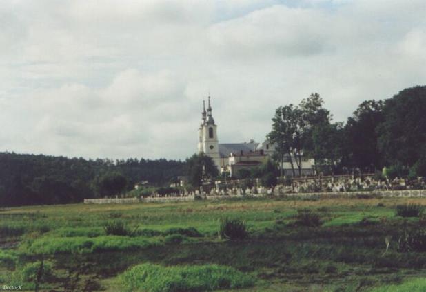 Kirche und Friedhof in Baltow