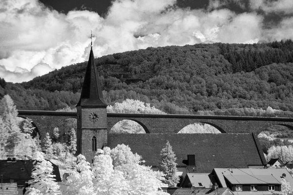 Kirche und Talbrücke von Oberkirchen