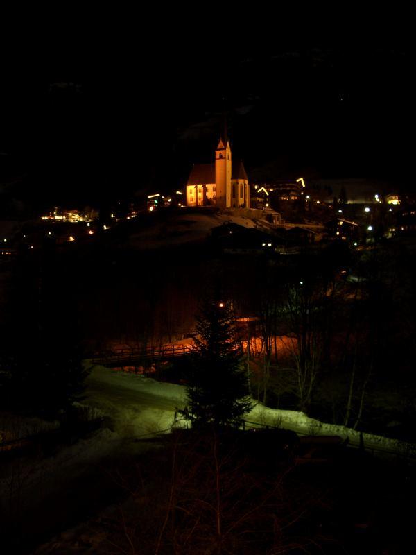 Kirche von Heiligenblut bei Nacht