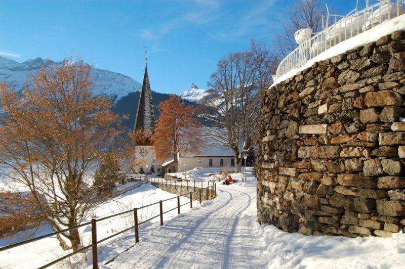Kirche Wengen im Winter