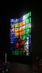 Kirchenfenster im Mariendom zu Neviges, einem Wallfahrtsort in NRW.