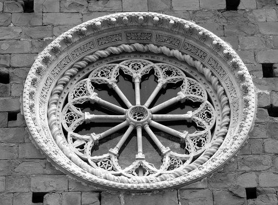Kirchenfenster in Ligurien