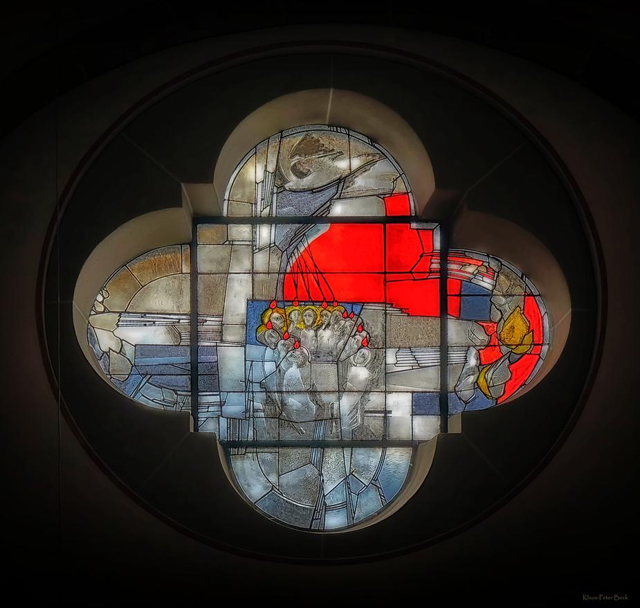 Kirchenfenster in St. Remigius; Bergheim (korregiert)