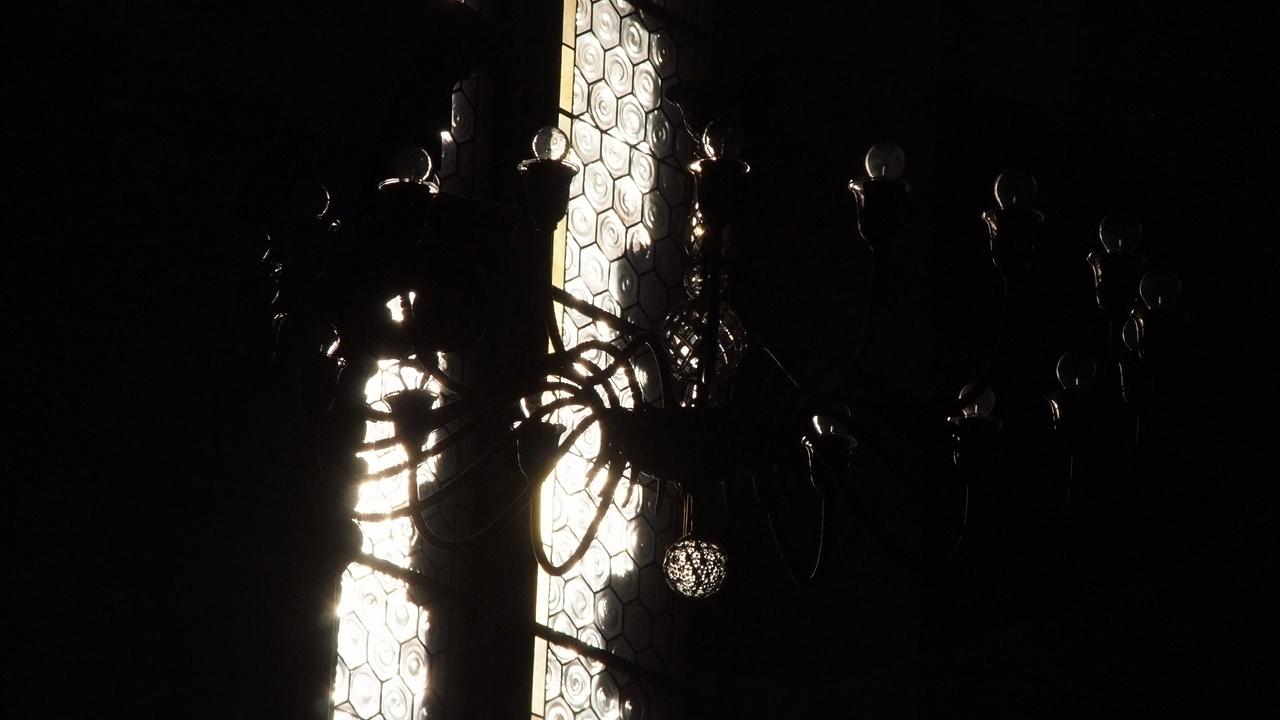Kirchenlampe bei Restlicht