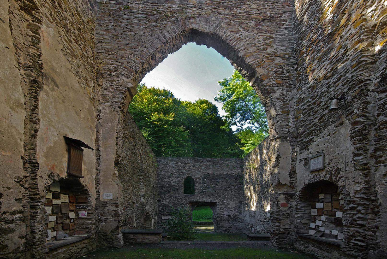 Kirchenruine Hausenborn (2) bei Isenburg / Saynbachtal / Westerwald